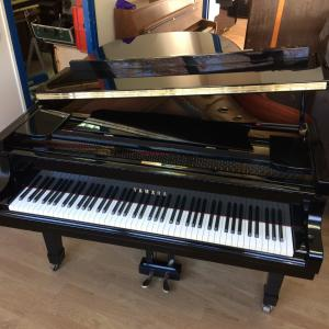 piano yamaha 1\/4 de queue