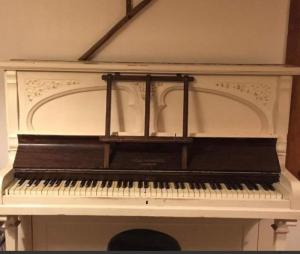 Piano droit Collingwood London